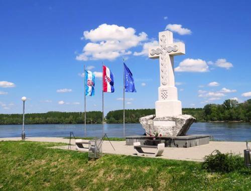 Središnji križ na ušću Vuke u Dunav