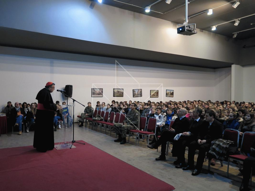 Kardinal Vinko Puljić u Školi mira - 11