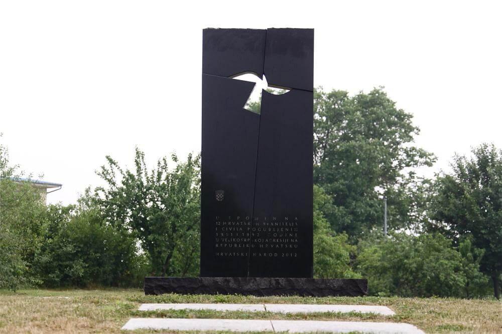 Spomen-obilježje masovne grobnice u Novoj ulici - 02