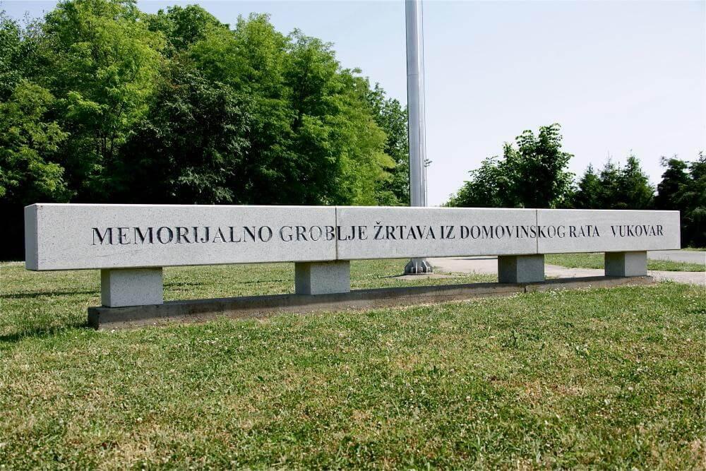 Memorijalno groblje žrtava iz Domovinskog rata u Vukovaru - 01