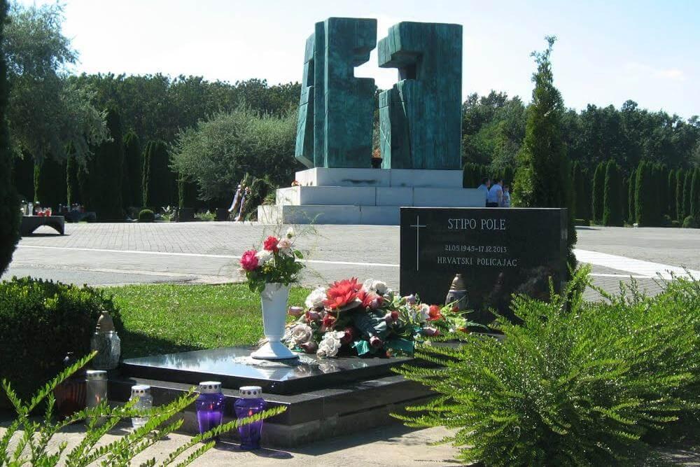 Memorijalno groblje žrtava iz Domovinskog rata u Vukovaru - 03