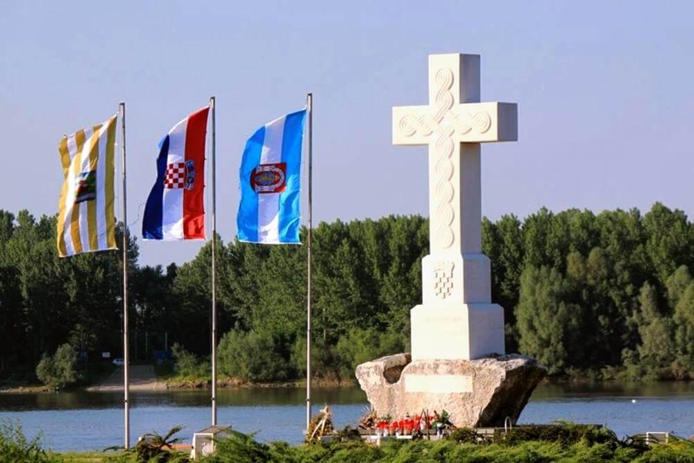 Središnji križ na ušću Vuke u Dunav - 01