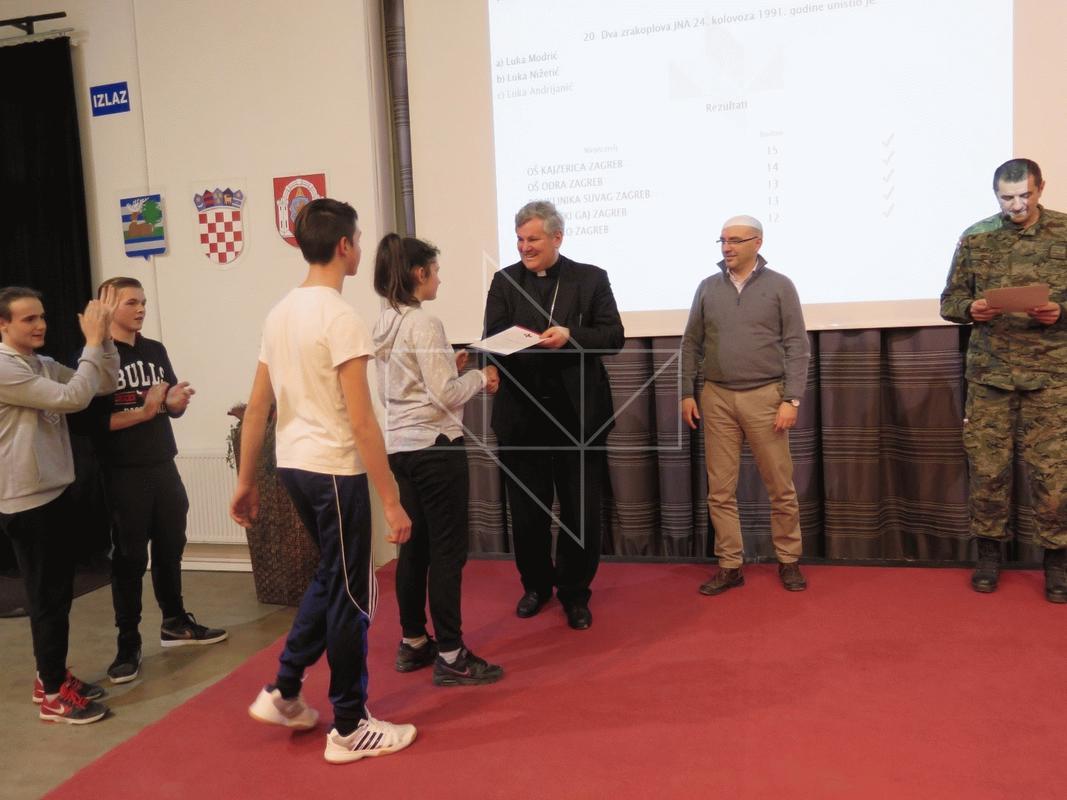 Mons. Vlado Košić u Školi mira - 09