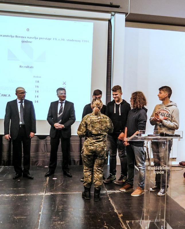 Gost predavač u Školi mira gradonačelnik Burić - Istaknuta