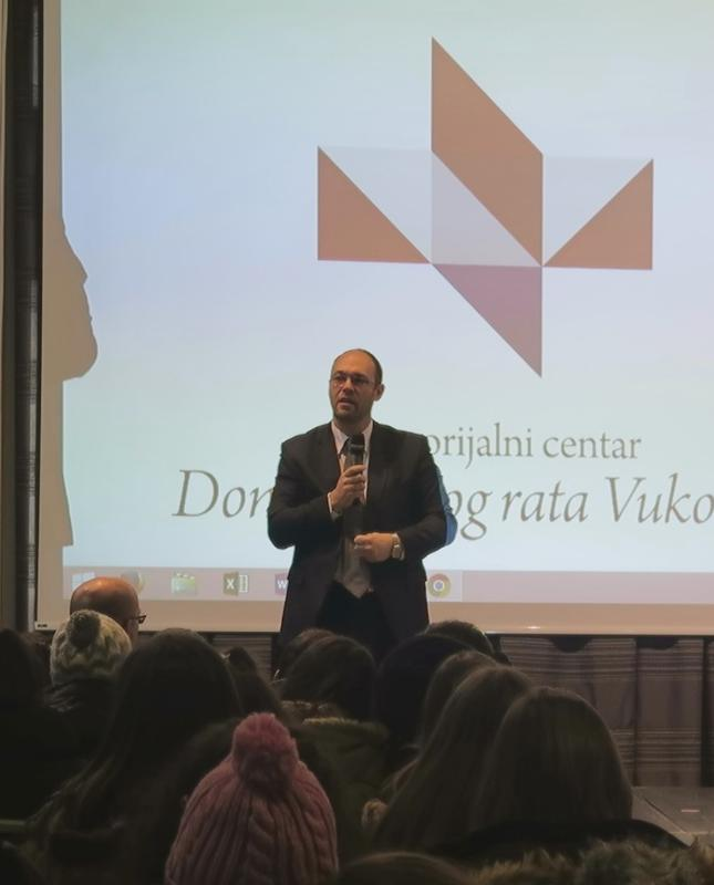 Gost predavač u Školi mira Davor Ivo Stier - Istaknuta