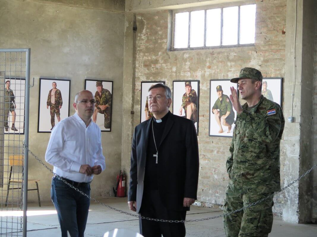 Mons. dr. Marin Barišić u Školi mira - 02