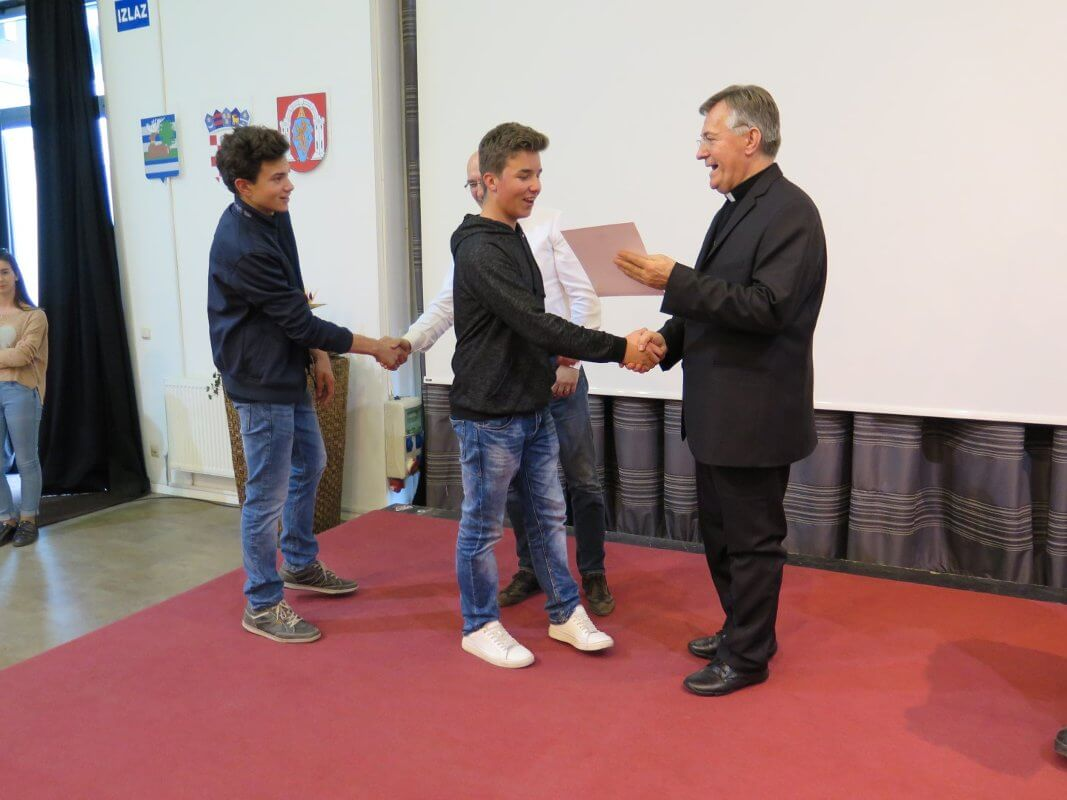 Mons. dr. Marin Barišić u Školi mira - 09