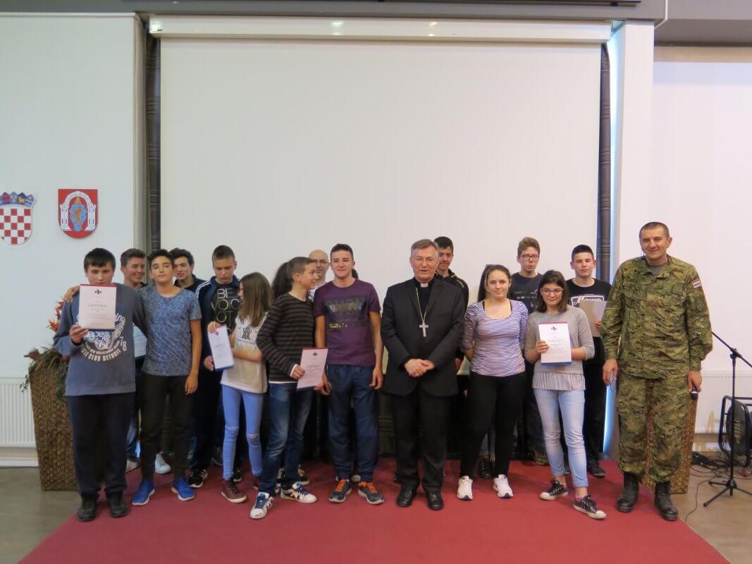 Mons. dr. Marin Barišić u Školi mira - 11