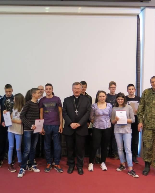 Mons. dr. Marin Barišić u Školi mira - Istaknuta