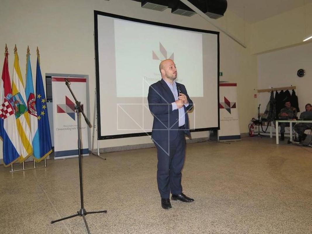 Gost predavač u Školi mira, gospodin Gordan Maras - 04
